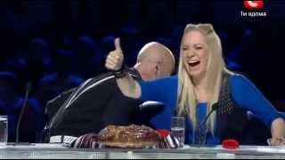 Самое смешное на Украина мае таланте)))(Жюри смеялись до потери пульса)) Приятного просмотра!, 2013-04-23T10:13:01.000Z)