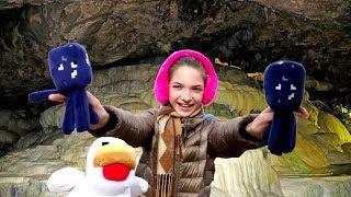 Подружка Света и игрушки Майнкрафт в горах и в пещере!