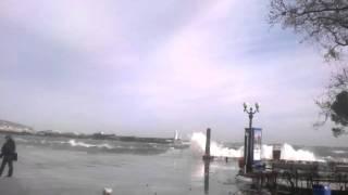 Шторм в Ялте 07.02.2012 (разбило колону)(, 2012-02-07T20:23:29.000Z)