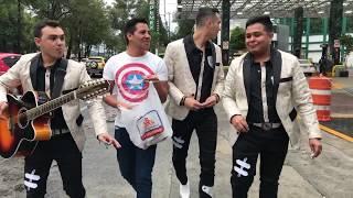 Banda Tierra Sagrada Cantando el Los Camiones!!