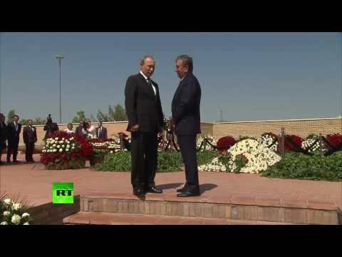 Владимир Путин почтил память Ислама Каримова в Самарканде