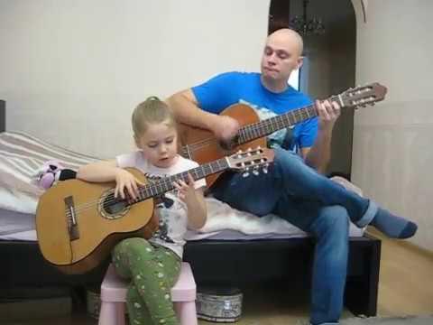 Полет кондора на гитаре.  Соня играет в 6 лет песню A Condor Pasa