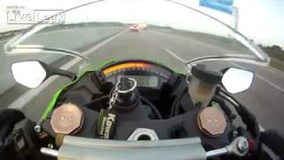 mota a 299km h ultrapassada na autoestrada por um audi como se nada fosse