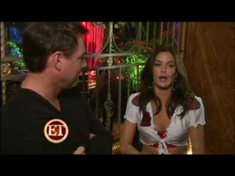 Teri Hatcher Turns Stripper on Desperate Housewives