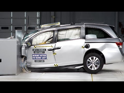 2014 Honda Odyssey driver-side small overlap IIHS crash test