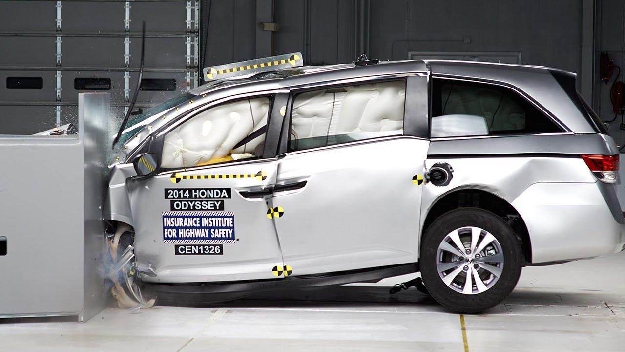 2014 Honda Odyssey driverside small overlap IIHS crash test  YouTube