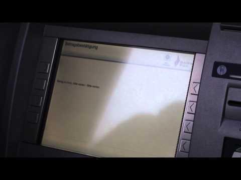 22 Bankomat - Geld abheben (Video Footage)
