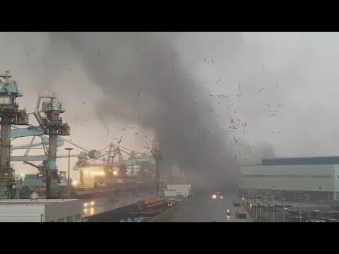 충남 서해안 지역 강풍으로 공장 지붕 날아가 / 연합뉴스TV (YonhapnewsTV)