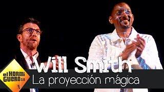 Will Smith y Pablo Motos, durante la proyección mágica de un holograma 3D - El Hormiguero 3.0