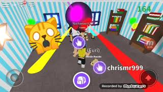 Playing hidden in roblox !!! 😑☺
