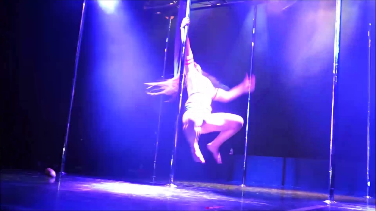 dancing Harley quinn pole