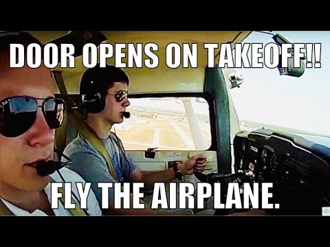 Door OPENS on Take-Off!!!!! Flying Lesson in Cessna 152 with Derrick: Radio work and Landings.