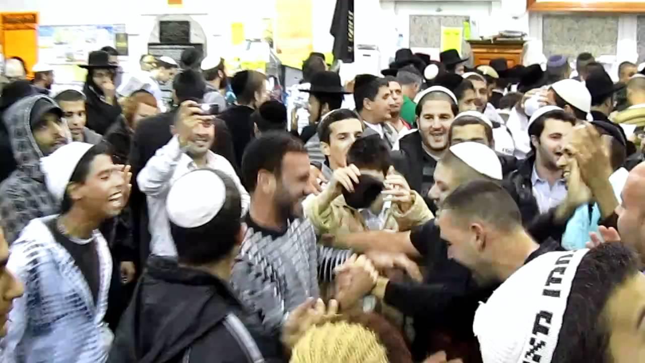 ריקודים בציון רבנו באומן - חזק!!