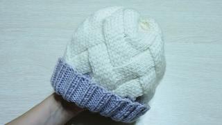 Шапка спицами с плетеным узором. Женская шапка спицами. Мужская шапка спицами. Детская шапка спицами
