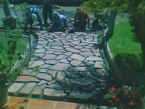 Instalaci n de p rfido volc nico en andadores de jard n for Colocar adoquines en jardin