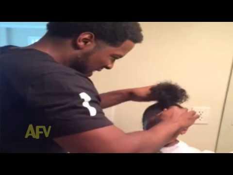 Khi bố buộc tóc cho con gái cấm tua