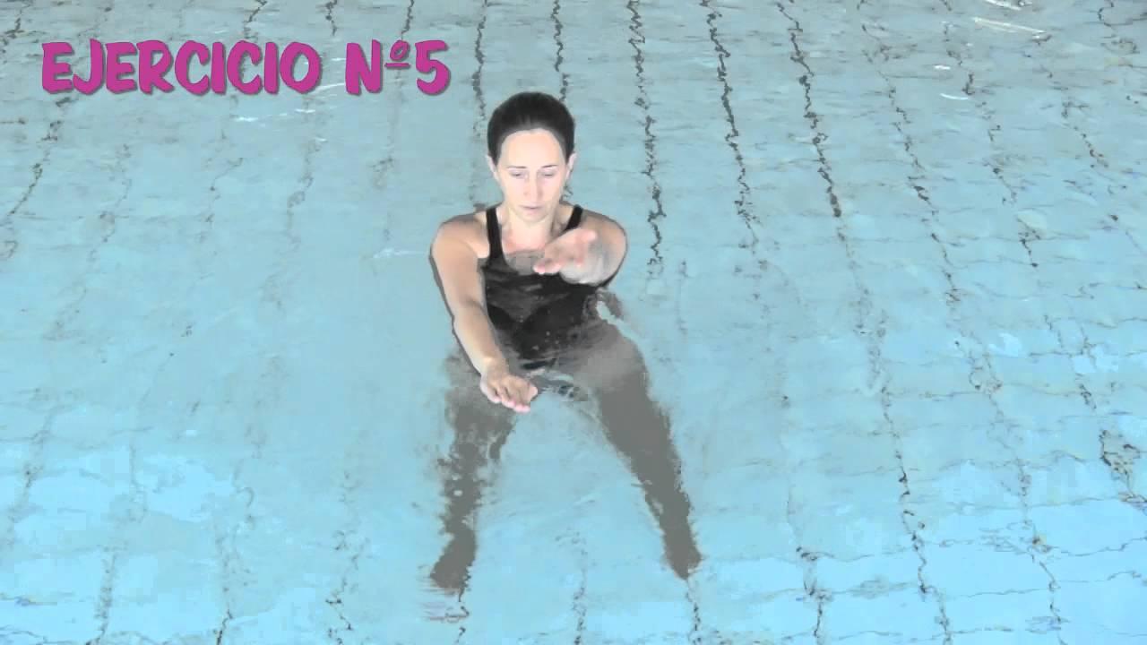 Ejercicios de brazos en el agua youtube for Ejercicios en la piscina