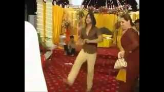 pAKISTANI WEDDING,BOY DANCING ON HIS MENDII BY FAIZAN KHAN