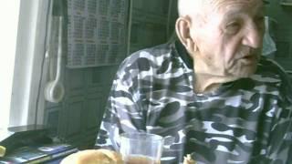 Фото старик 93года опохмеляется