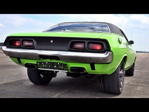 Dodge Challenger 426 Hemi V8 Acceleration 0-60 & Sound
