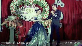 Chú rể Lâm Chấn Huy hát tặng khách mời trong ngày cưới của mình