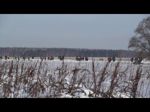 Investigators hunt for clues over Russian plane crash