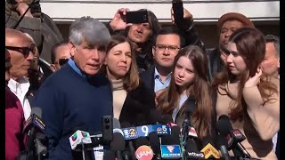 Gambar cover WATCH LIVE: Rod Blagojevich holds news conference following Trump's pardon