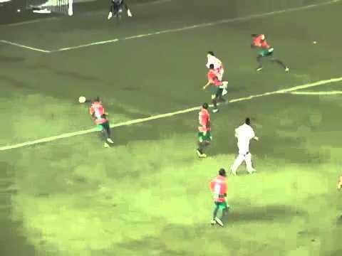 Thần đồng Neymar lại diễn xiếc trên sân.mp4