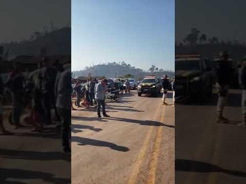 BR 163 Bloqueada- Manifestantes protestam contra destruição de maquinas pelo IBAMA & ICMBio em Moraes Almeida
