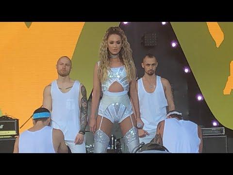 Ольга Бузова на маёвка Live 2019 - танцуй под Бузову, мало половин, хит парад, на балконе, принимай