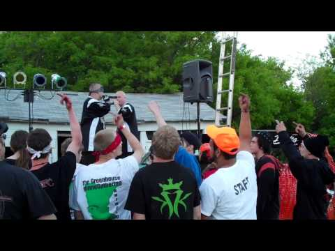 """Gemini Projekt """"Here come the police"""" Greenhouse Minne-gathering Holloway, MN 5/28/11"""