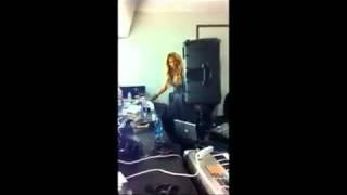 Beyonce Singing one plus one 1+1 in Dressing room! Beyoncedayz.com