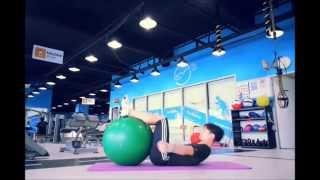 짐볼을 이용한 복부 강화 운동 2