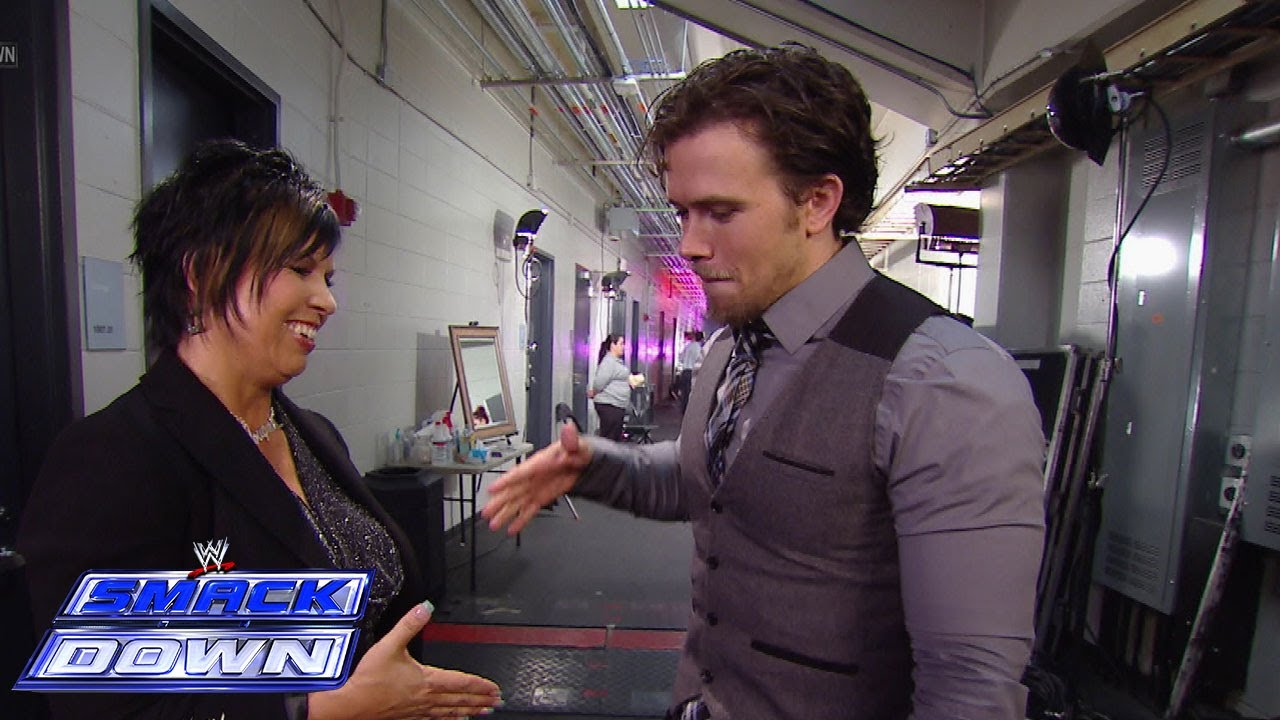 SmackDown General Manager Vickie Guerrero slaps Brad ...