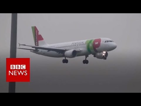 Planes struggle to land at Manchester Airport - BBC News