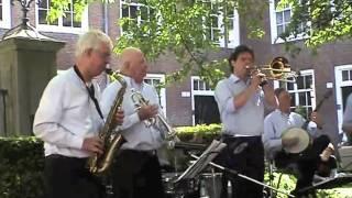 Happy Swing Society: Shout