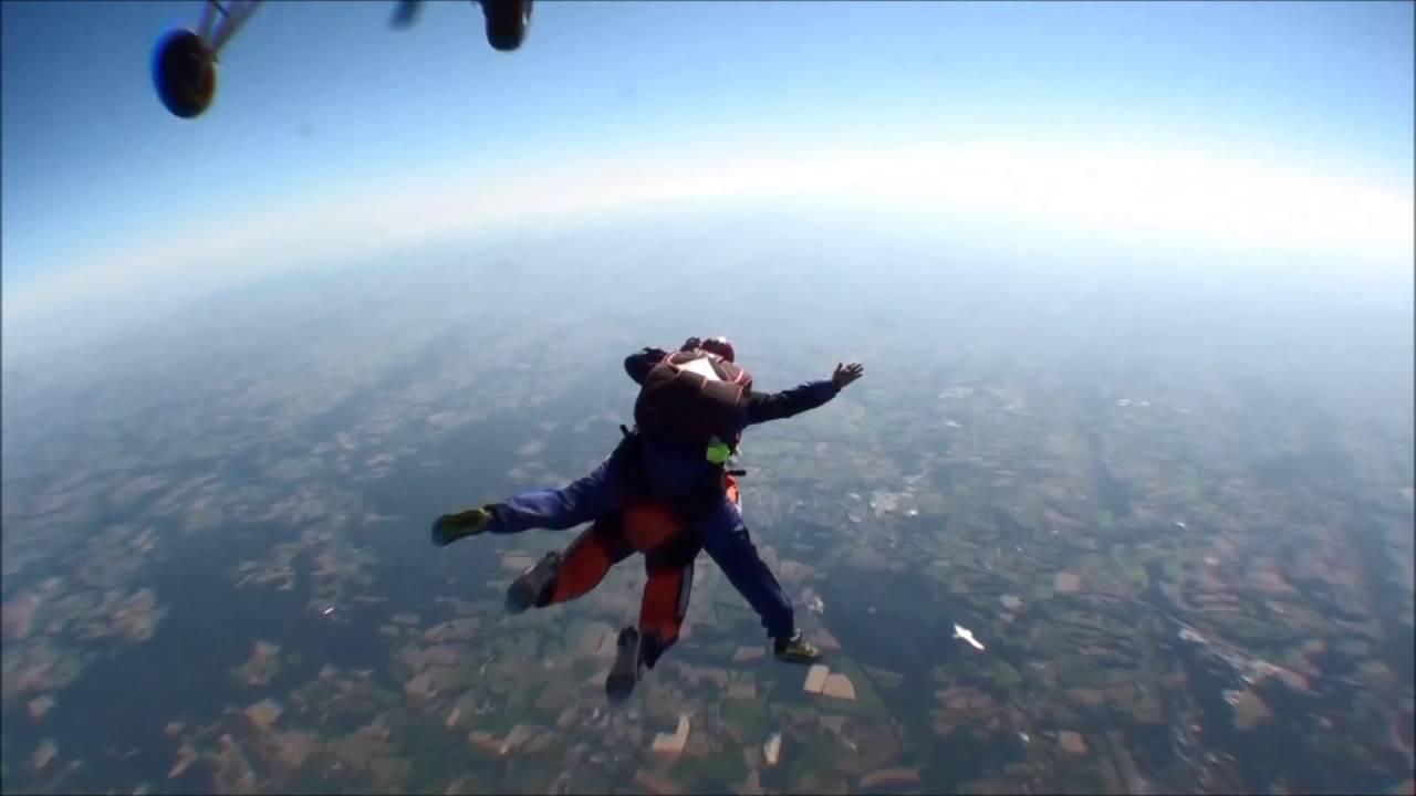 Saut en parachute 4 000 m youtube - Saut parachute vannes ...