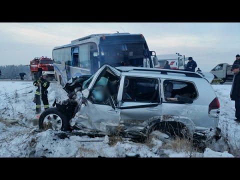 russian car crash compilation november 28 11 2016 autounf lle in russland youtube. Black Bedroom Furniture Sets. Home Design Ideas