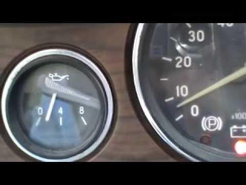 Проверить давление масла в двигателе