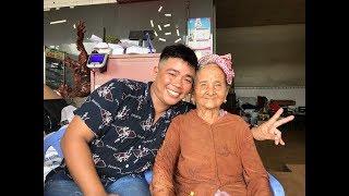 Tâm xe ôm nghèo khổ gom tiền lẻ cho Bà Ngoại bán vé số 91 tuổi, coi không khỏi xúc động