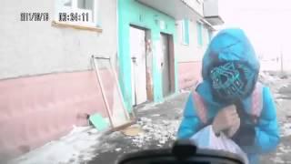 Прикол Лобовое столкновение школьницы с авто