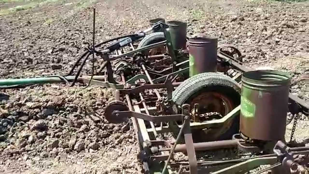 Farmall H Planting Corn With Jd 490 Planter Youtube