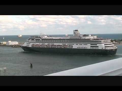 Cruise Ship Horn Battle in Fort Lauderdale - YouTube