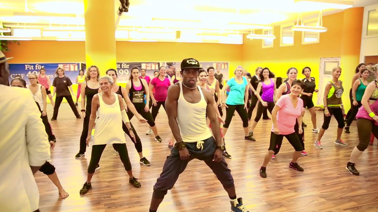 zumba vs reggaeton alexander martinez suiza youtube