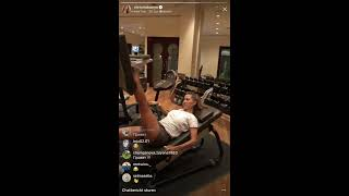 Виктория Боня занимается спортом и танцует, прямой эфир Instagram 28-12-2017