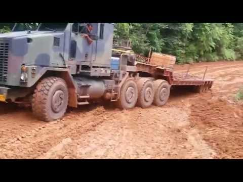 Climbing the slippery mountain with the Oshkosh M1070 in worse conditions