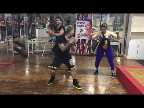 DANCE CARDIO: Despacito Salsa Version  Luis Fonsi  Victor Manuelle Zumba® FitnessTeam iN2iT