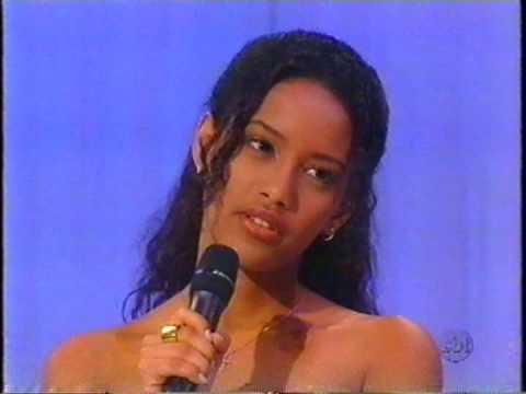 A atriz Taís Araújo recebendo o Troféu Imprensa por Xica da Silva. SBT, 1998.