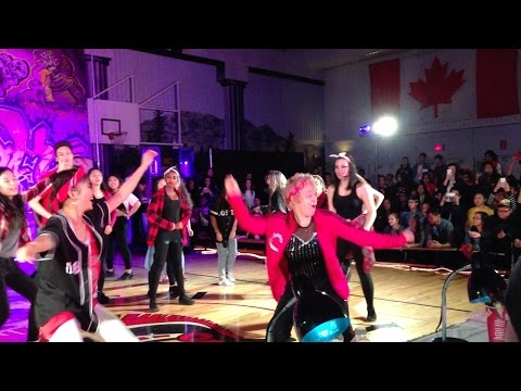 60 YEAR OLD KILLS HIP-HOP ROUTINE