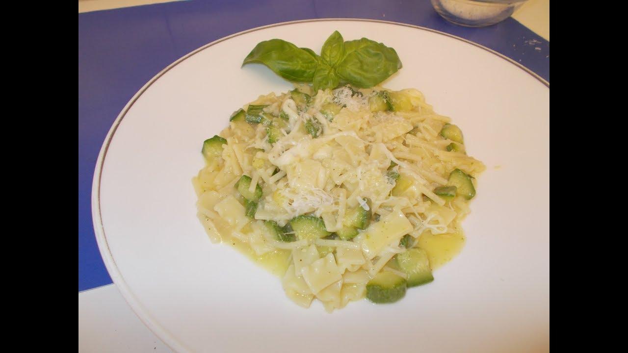 Pasta Zucchine e Provola - facilissima e gustosa - Le ricette di zia Franca